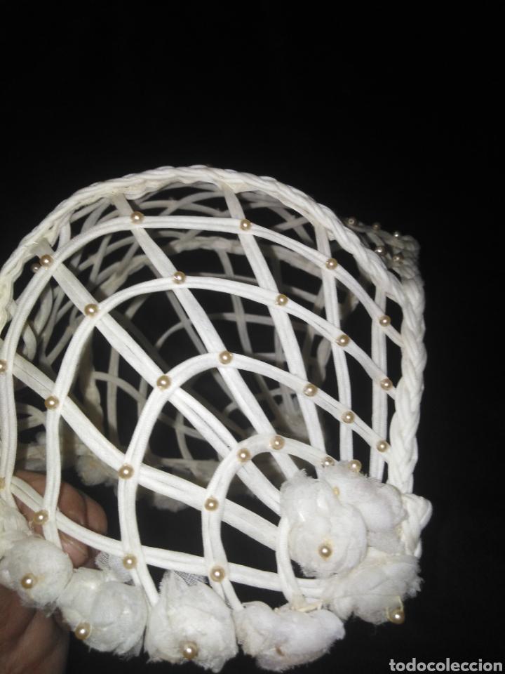 Antigüedades: Antiguo Gorro o Tocado de novia o Comunión calado con perlitas - Foto 6 - 194884556