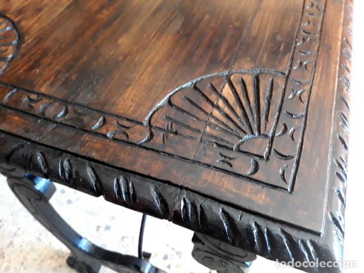 Antigüedades: Antigua mesa de bargueño o auxiliar de patas de lira y fiadores - Foto 2 - 194890645