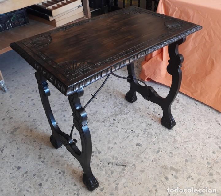 Antigüedades: Antigua mesa de bargueño o auxiliar de patas de lira y fiadores - Foto 3 - 194890645