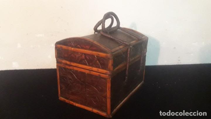CAJA TALLADA TEKA Y BAMBU (Antigüedades - Hogar y Decoración - Cajas Antiguas)