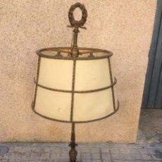 Antigüedades: ANTIGUA LAMPARA DE BRONCE,DE 3 LUCES!. Lote 194893863