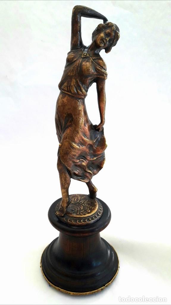 Antigüedades: Art deco Figura en bronce de exquisitos detalles de una bella joven de la decada del 20. - Foto 2 - 194897983