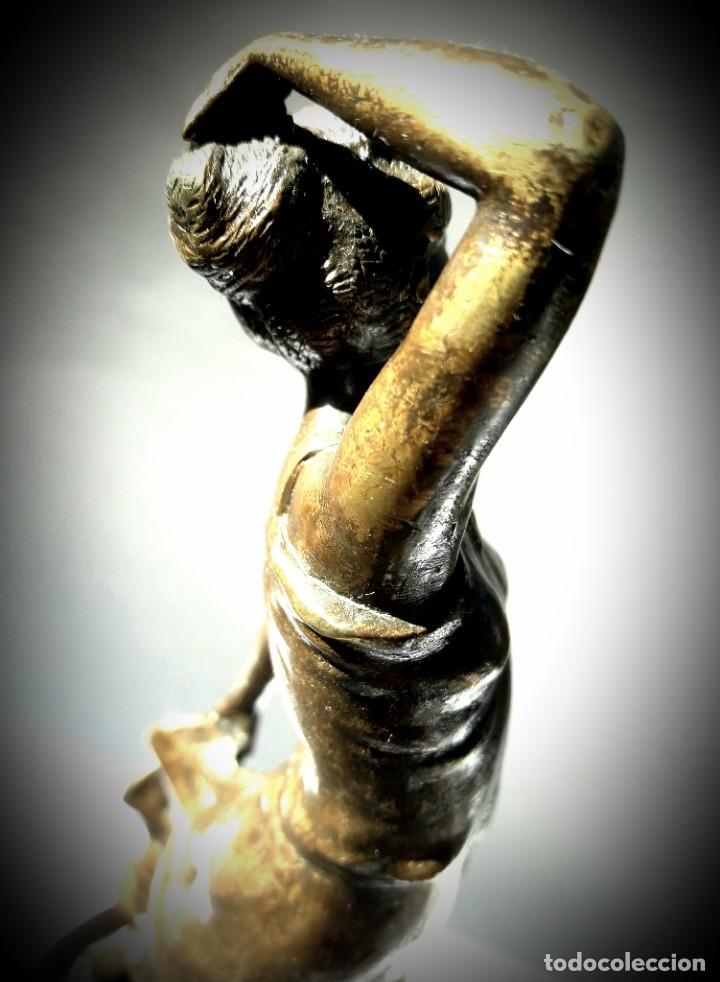 Antigüedades: Art deco Figura en bronce de exquisitos detalles de una bella joven de la decada del 20. - Foto 5 - 194897983