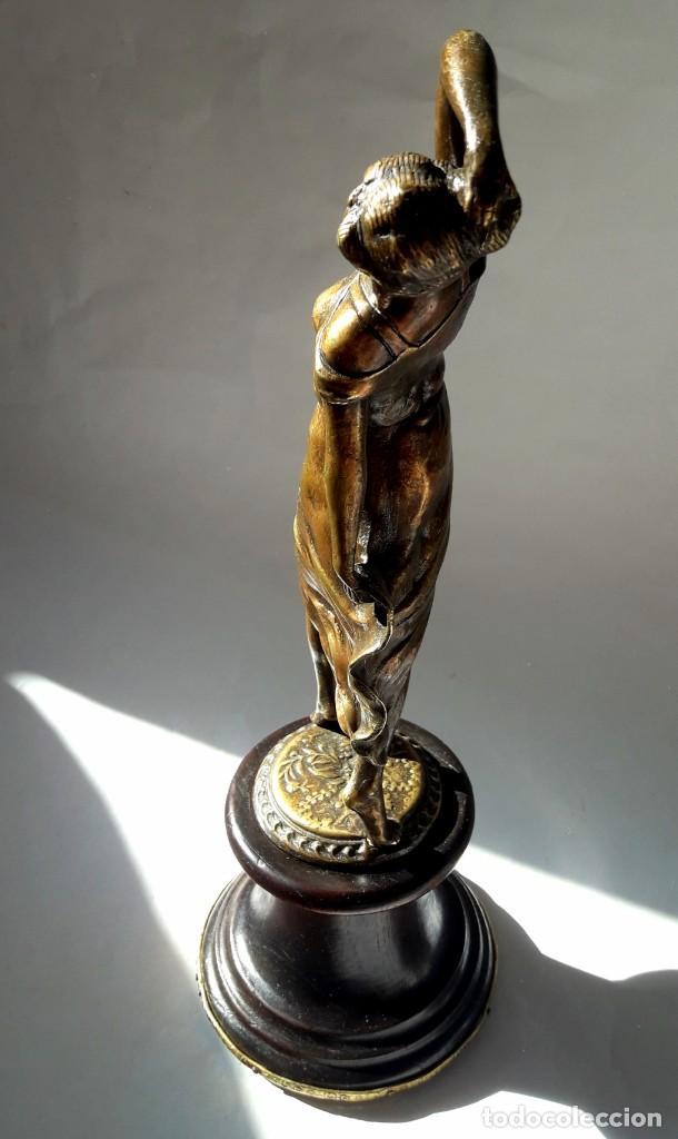 Antigüedades: Art deco Figura en bronce de exquisitos detalles de una bella joven de la decada del 20. - Foto 6 - 194897983