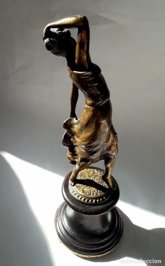 Antigüedades: Art deco Figura en bronce de exquisitos detalles de una bella joven de la decada del 20. - Foto 8 - 194897983