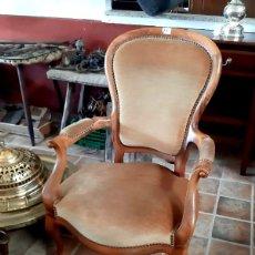 Antigüedades: ANTIGUO SILLON ISABELINO DE NOGAL. Lote 194899440