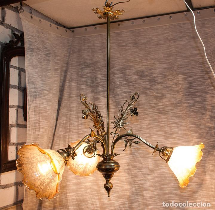 Antigüedades: LAMPARA MODERNISTA DE BRONCE PULIDA Y ELECTRIFICADA, C 1900 - Foto 2 - 194903847