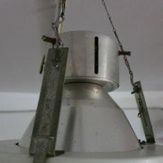 Antigüedades: LAMPARA DE TECHO INDUSTRIAL. Lote 194911802