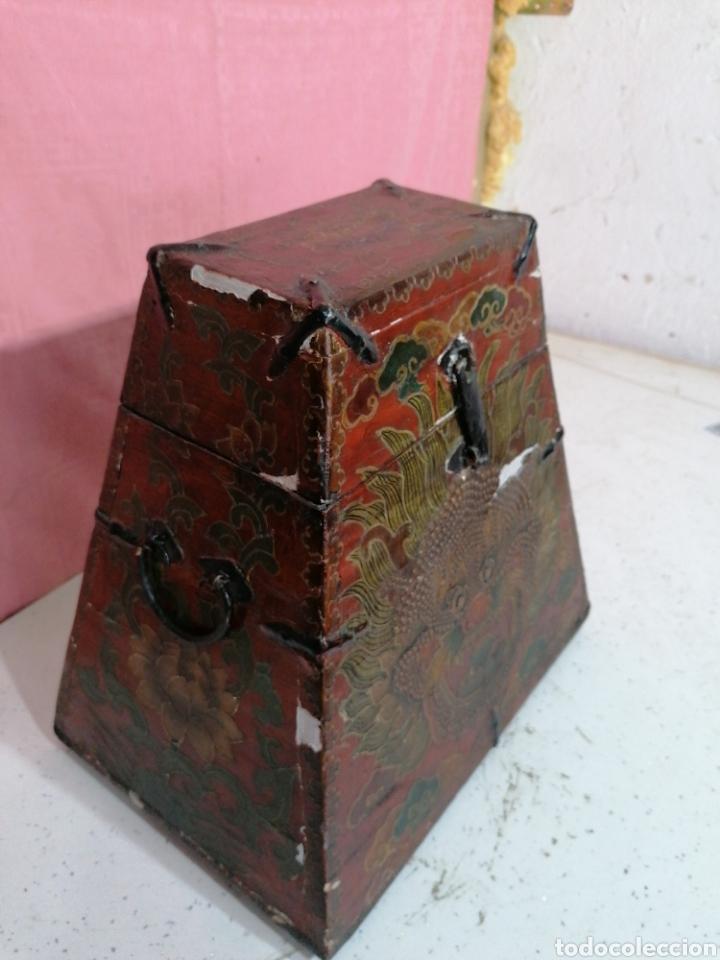Antigüedades: Caja pintada con herrajes muy rara - Foto 2 - 194914610