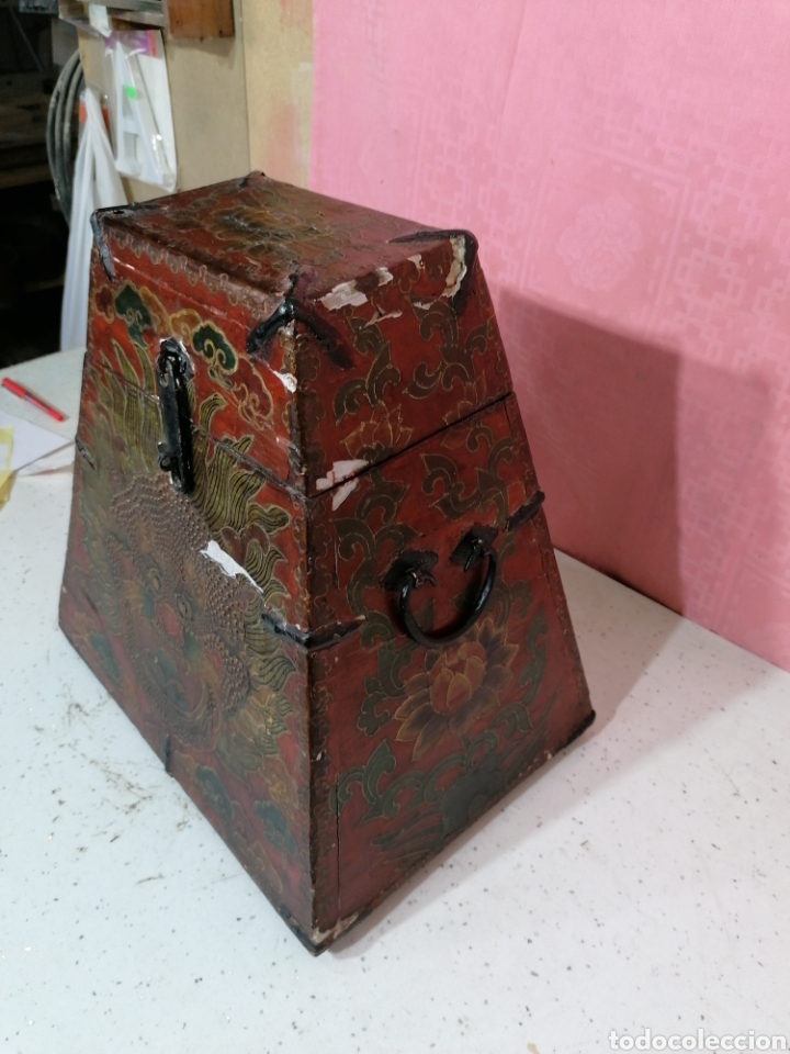 Antigüedades: Caja pintada con herrajes muy rara - Foto 3 - 194914610