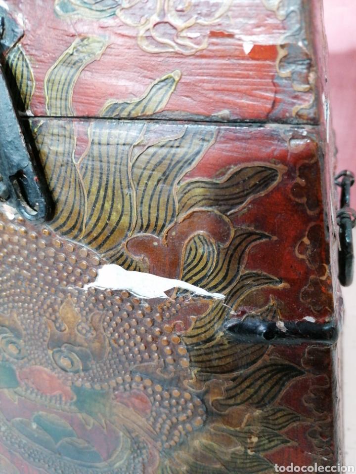 Antigüedades: Caja pintada con herrajes muy rara - Foto 5 - 194914610
