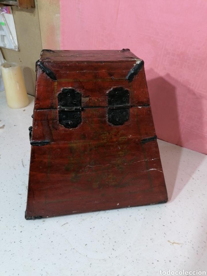 Antigüedades: Caja pintada con herrajes muy rara - Foto 6 - 194914610