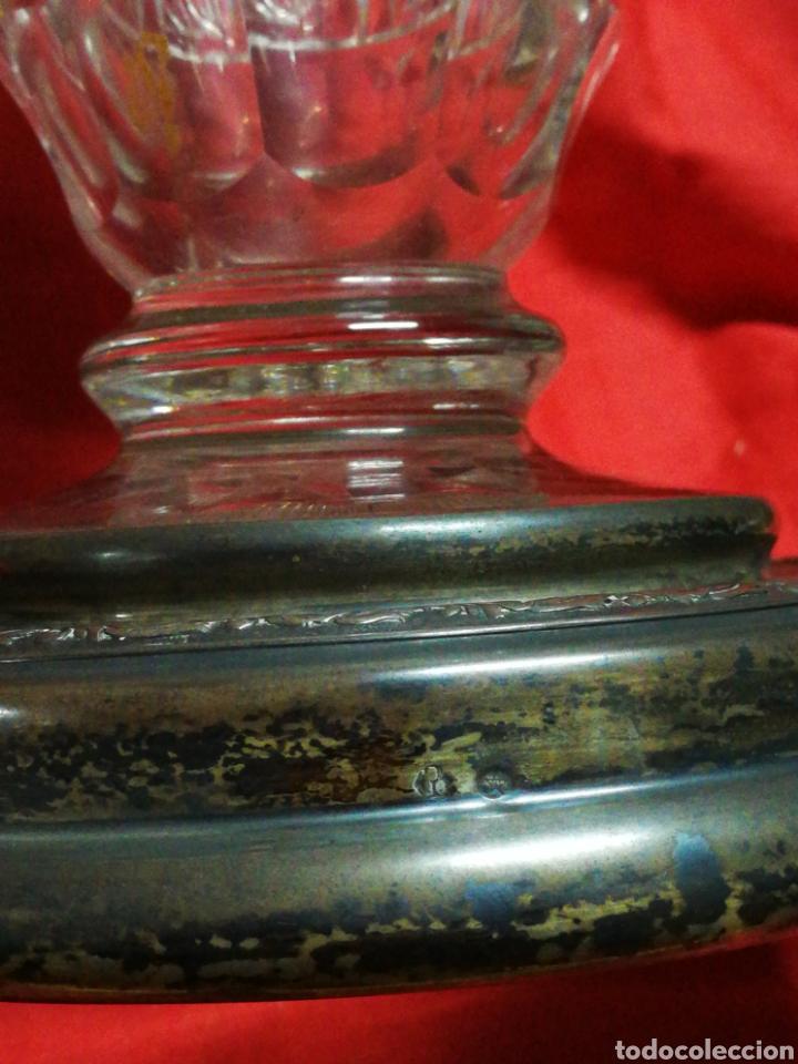 Antigüedades: PRECIOSO JARRÓN FLORERO DE CRISTAL TALLADO CON BASE EN PLATA (SELLO)- PRINCIPIOS S. XX, 33X21CM. - Foto 5 - 194924858