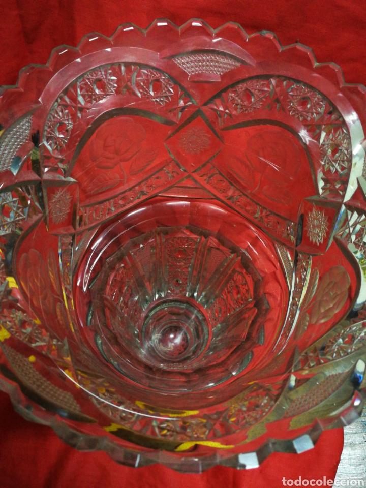 Antigüedades: PRECIOSO JARRÓN FLORERO DE CRISTAL TALLADO CON BASE EN PLATA (SELLO)- PRINCIPIOS S. XX, 33X21CM. - Foto 14 - 194924858