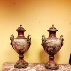 Antigüedades: PAREJA DE JARRONES ESTILO SEVRES. Lote 194927062