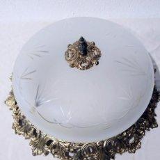 Antigüedades: LAMPARA PLAFÓN DE BRONCE CON CRISTAL TALLADO DE 50 CM. Lote 194933782