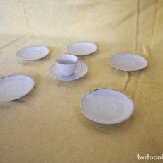 Antigüedades: LOTE DE 7 PIEZAS DE PORCELANA SANTA CLARA, VIGO, TAZA Y 6 PLATOS, SELLOS EN BASE. Lote 194936685