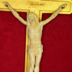 Antigüedades: CHRIST EN IVOIRE (29CM) SUR CADRE, XIXÈME.. Lote 194946312