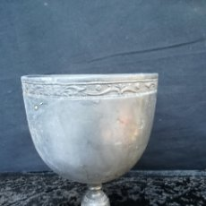Antigüedades: ANTIGUO CÁLIZ DE PELTRE. Lote 194946938