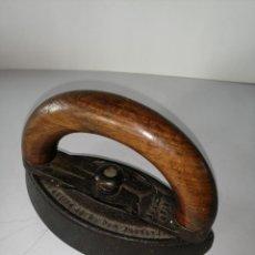 Antigüedades: ANTIGUA PLANCHA DE ASA DESMONTABLE AMERICANA. Lote 194950892