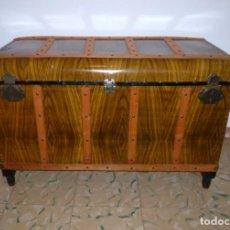 Antigüedades: GRAN COFRE ARCON BAUL ANTIGUO EN MADERA Y METAL CON BANDEJA SEPARADORA.. Lote 194952062