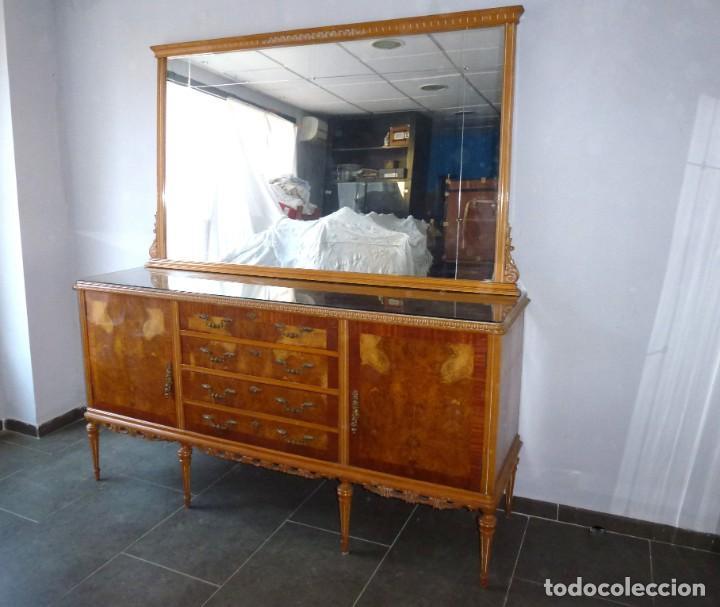 ANTIGUO APARADOR CON ESPEJO.AÑOS 50. (Antigüedades - Muebles Antiguos - Aparadores Antiguos)