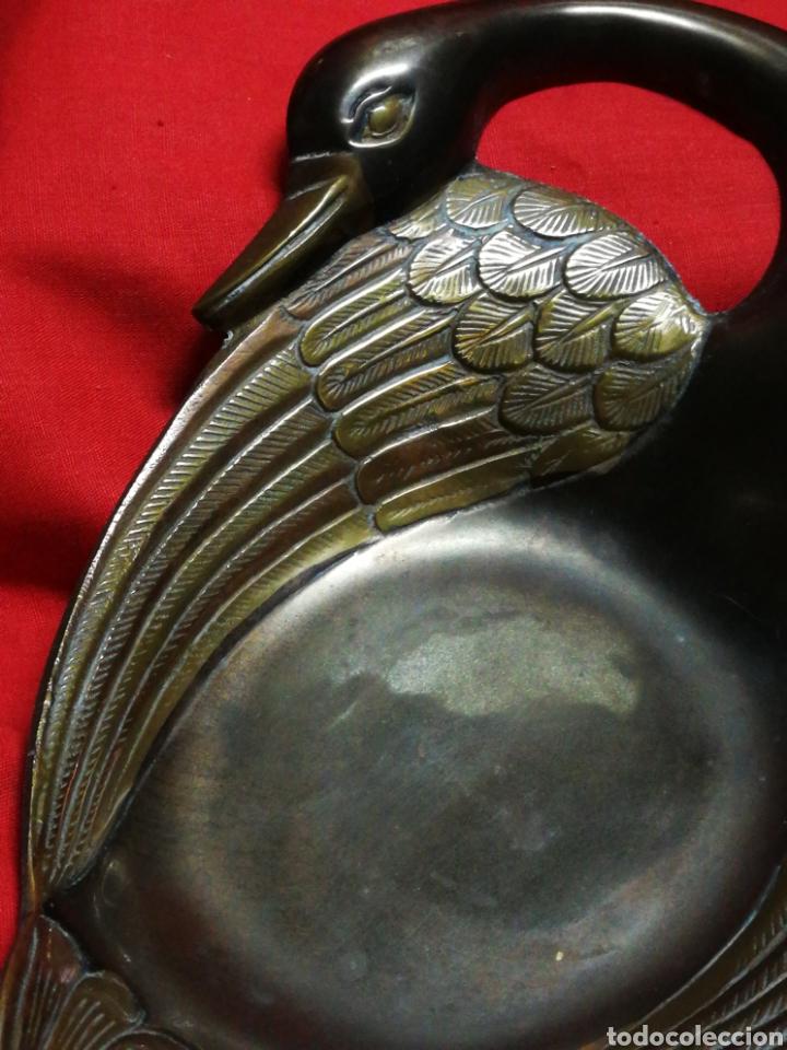 Antigüedades: PIEZA DECORATIVA CISNE CENTRO EN BRONCE PUNZADO, (MADE IN INDIA). 21X15CM. - Foto 2 - 194961187