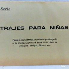 Antigüedades: PATRONES GRADUABLES SISTEMA MARTÍ.TRAJES PARA NIÑAS. 2 PLANCHAS PATRONES Y MODELOS.AÑO 20.SERIE 3E. Lote 194963265