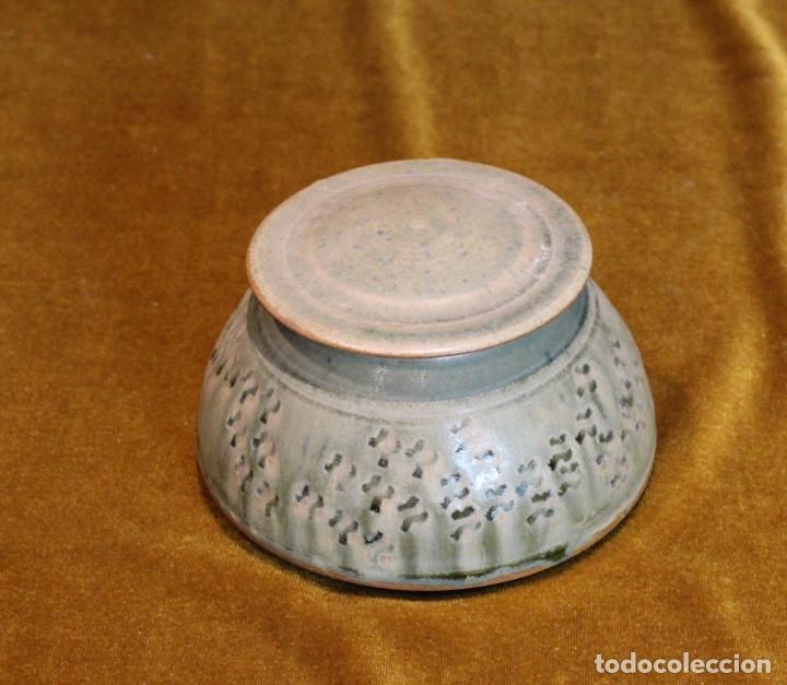 PEQUEÑO TARRO DE CERÁMICA,CON TAPA.BUEN ESTADO DE CONSERVACIÓN,FIRMADA POR EL CERAMISTA. (Antigüedades - Porcelanas y Cerámicas - Otras)