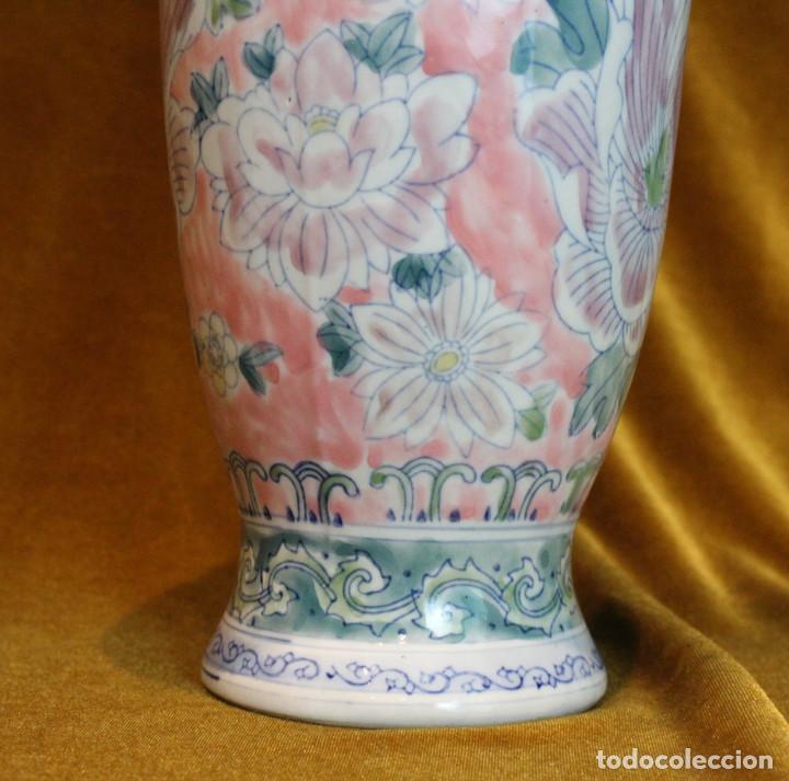 Antigüedades: Jarrón de porcelana,estilo oriental,decoración floral,Buen estado de conservación. - Foto 2 - 194967732