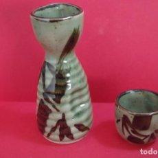 Antigüedades: 1 JARRITA Y 1 VASO CHUPITO DE PORCELANA PARA SAKE. Lote 194969633