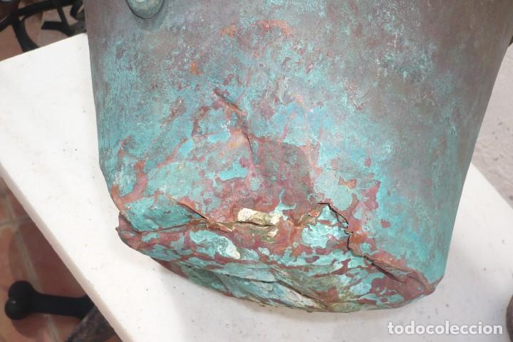 Antigüedades: Antiguo Cubo o Caldero de Cobre y Forja - Foto 6 - 194977618