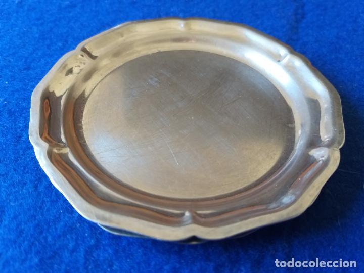 Antigüedades: 2 platos de metal. Forma de flor. Diámetro 10 cm - Foto 4 - 194983675