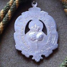 Antigüedades: SEMANA SANTA SEVILLA - MEDALLA CON CORDON CORONACIÓN CANÓNICA DE LA ESPERANZA MACARENA. Lote 194987982