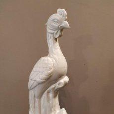 Antigüedades: PAVO REAL PORCELANA CHINA - WAI MING - HONG KONG. Lote 194990727