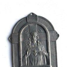 Antigüedades: PLACA ( METAL ) DE PROTECCION PARA VIVIENDA / EL SAGRADO CORAZON DE JESUS. Lote 194997000
