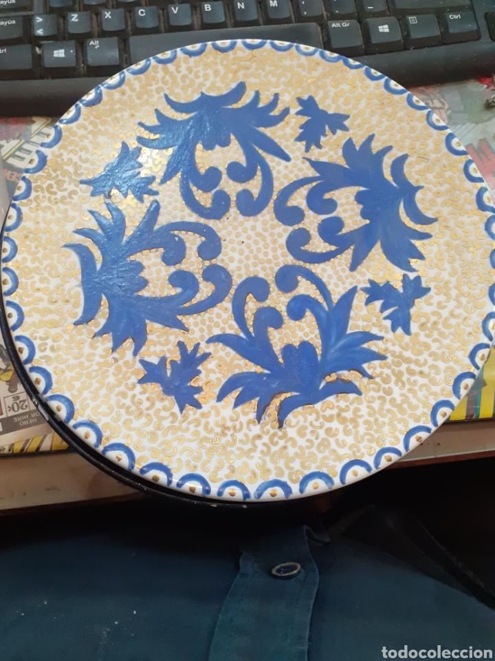 PLATO DE DECORATIVO ANTIGUO PINTADO A MANO PLATART.MANISES (Antigüedades - Porcelanas y Cerámicas - Manises)