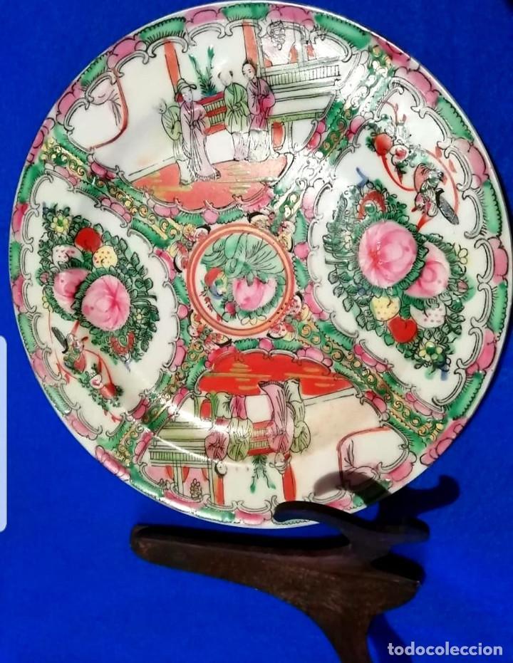 PLATO DECORATIVO DE PORCELANA CHINA DE FAMILIA, SELLADA (Antigüedades - Porcelanas y Cerámicas - China)