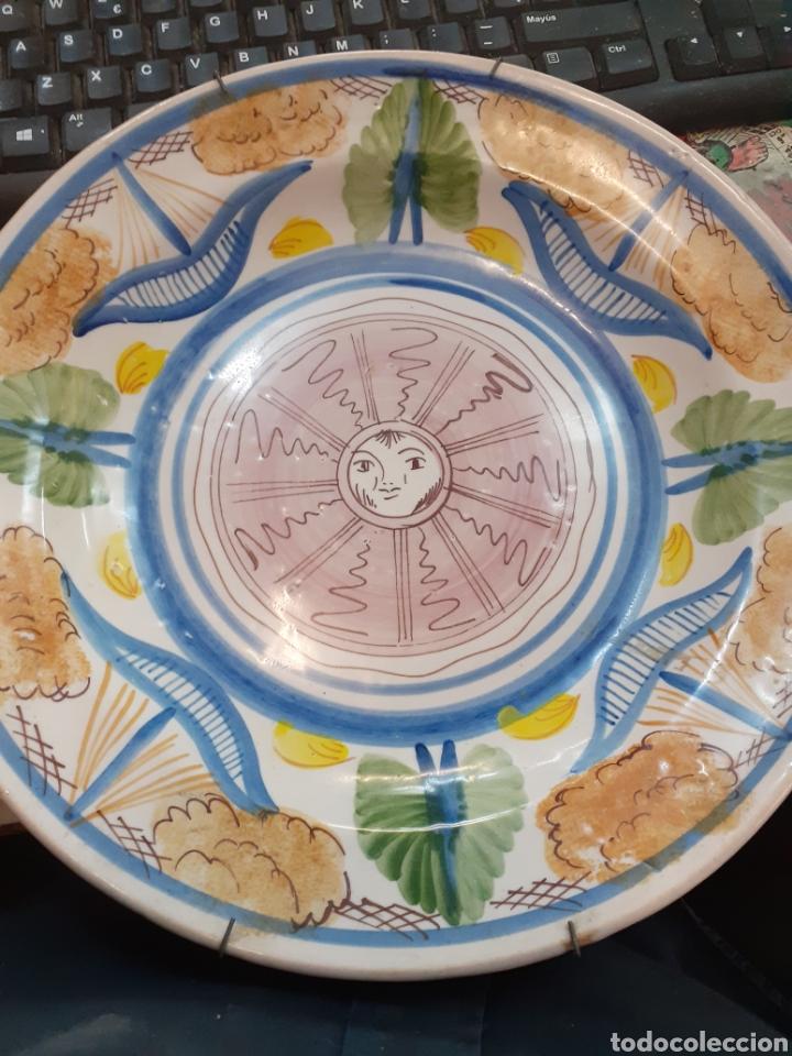 PLATO DE MANISES PINTADO A MANO S.XIX O PRINCIPIÓ SIGLO XX. (Antigüedades - Porcelanas y Cerámicas - Manises)