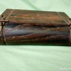 Antigüedades: ANTIGUA CAJA DE MADERA EN FORMA DE LIBRO.. Lote 195002472