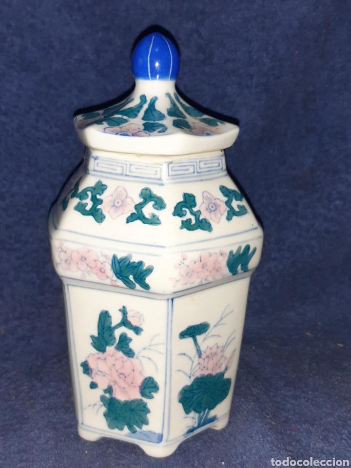 JARRÓN DE PORCELANA FINA CHINA DECORADAS A MANO (Antigüedades - Porcelanas y Cerámicas - China)