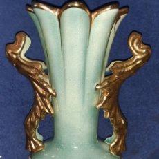 Antigüedades: JARRÓN ANTIGUO DE PORCELANA ADORNADA EN ORO DE 24 KILATES. Lote 195007645