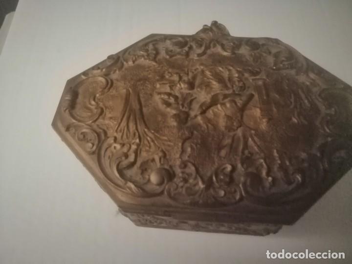CAJA JOYERO ANTIGUO CREEMOS QUE DE BRONCE (Antigüedades - Hogar y Decoración - Cajas Antiguas)