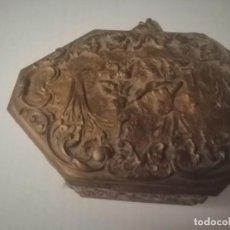 Antigüedades: CAJA JOYERO ANTIGUO CREEMOS QUE DE BRONCE. Lote 195013026