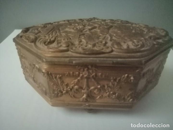 Antigüedades: Caja joyero antiguo creemos que de bronce - Foto 2 - 195013026