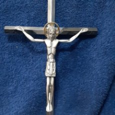 Antigüedades: ANTIGUA IMAGEN DE LA CRUCIFIXIÓN DE CRISTO EN BRONCE BAÑADO EN PLATA. Lote 195016717