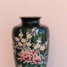 Antigüedades: JARRON JAPONES ESMALTADO CLOISONNE EN PLATA. Lote 195021651
