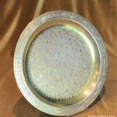 Antigüedades: BANDEJA MARROQUÍ, DIÁMETRO DE 25 CM, LATÓN LABRADO,. Lote 195031752