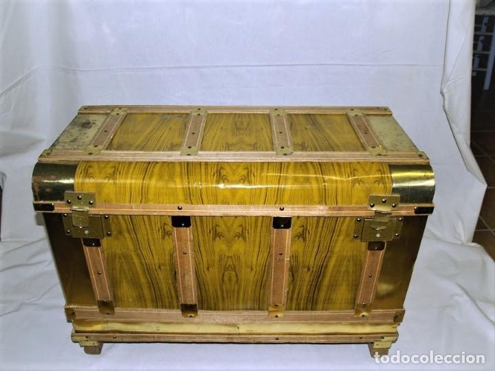 ANTIGUO BAUL FABRICADO EN LOS AÑOS 40- 50 (Antigüedades - Muebles Antiguos - Baúles Antiguos)