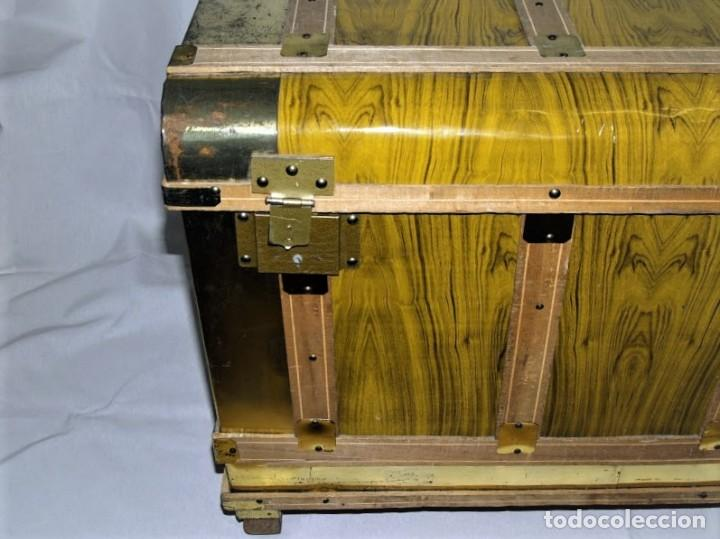 Antigüedades: Antiguo baul fabricado en los años 40- 50 - Foto 2 - 195031893